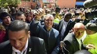 Le candidat de droite à la présidentielle colombienne Ivan Duque entouré de ses partisans après le vote à Bogota, le 17 juin 2018 [Diana Sanchez / AFP]