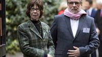Véronique Colucci aux côtés du président des Restos du coeur Patrice Blanc, le 21 novembre 2017 à Paris [Ian LANGSDON / POOL/AFP/Archives]