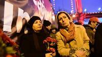 Des stambouliotes rassemblés, le 3 janvier 2017, devant le Reina, le nigtclub dans lequel 39 personnes ont été tuées dans un attentat revendiqué par le groupe Etat islamique (EI) [YASIN AKGUL / AFP]