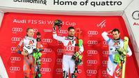 L'Autrichien Marcel Hirscher sur le podium après avoir remporté le slalom de Schladming en Coupe du monde le 23 janvier 2018 [JOE KLAMAR / AFP]