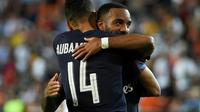 Les buteurs d'Arsenal Pierre-Emerick Aubameyang et Alexandre Lacazette après la qualification de leur équipe en finale de Ligue Europa en éliminant Valence, le 9 mai 2019 à Mestalla [JOSE JORDAN / AFP]