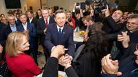 Le chef de l'Etat slovène sortant, Borut Pahor, célèbre sa réélection, le 12 novembre 2017 à Ljubjana  [Jure Makovec / AFP]