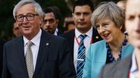 Theresa May (d) et Jean-Claude Juncker (g), le 3 février 2017 à La Valette (Malte) [Filippo MONTEFORTE                   / AFP]