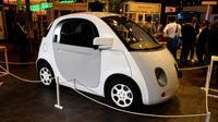 La petite voiture signée Google au salon Viva de Paris, le 30 juin 2016 [ERIC PIERMONT / AFP/Archives]
