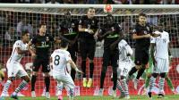 L'attaquant des Bleus Mathieu Valbuena marque sur coup franc l'unique but du match contre le Portugal, le 4 septembre 2015 à Lisbonne [Franck Fife / AFP]