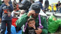Des migrants le 15 septembre 2015 à Horgos en Serbie près de la frontière avec la Hongrie [ELVIS BARUKCIC / AFP]