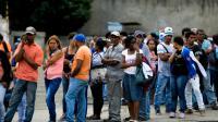 Longue queue devant un supermarché à Caracas, le 11 juin 2016 [FEDERICO PARRA / AFP]