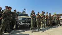 Photo prise le 11 septembre 2018 montrant des membres des Unités de protection du Peuple (YPG), faisant partie des Forces démocratiques syriennes (FDS, arabo-kurdes), réunis dans la ville de Chadadi, à quelque 60 km au sud de Hassaké (nord-est), et qui luttent contre le groupe jihadiste Etat islamique (EI) [Delil SOULEIMAN / AFP]