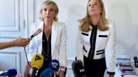 Les deux avocates de Jacqueline Sauvage, Janine Bonaggiunta (G) et Nathalie Tomasini, lors d'une conférence de presse, le 12 août, à Paris [ALAIN JOCARD / AFP/Archives]