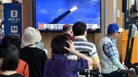 Un écran dans une gare de Séoul diffuse des images d'un lancement de missile nord-coréen, le 10 août 2019 [Jung Yeon-je / AFP]