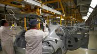 Des employés sur une chaîne de montage à l'usine PSA Peugeot Citroen le 29 avril 2015 à Mulhouse  [SEBASTIEN BOZON / AFP/Archives]