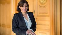La maire PS de Paris, Anne Hidalgo, dans son bureau de l'Hôtel de Ville