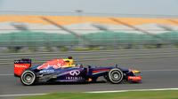 Sebastian Velltel et sa Red Bull lors de la 1re séance d'essais libres du Grand Prix d'Inde de F1 le 25 octobre 2013 sur le circuit de Buddh à Greater Noida près de New Dehli  [ / AFP Photo]