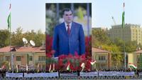 Un poster géant du président du Tadjikistan, Emomali Rakhmon, le 3 novembre 2013 à Douchanbé [- / AFP/Archives]