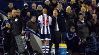 L'attaquant français Nicolas Anelka retourne sur le banc après avoir été remplacé par un coéquipier alors qu'il évoluait à West Bromwich Albion, ici contre  Everton, le 20 janvier 2014 au stade des Hawthorns [ / AFP/Archives]