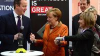 Le Premier ministre britannique David Cameron et la Chancelière allemande Angela Merkel au salon international des technologies de hanovre le 10 mars 2014 [John MacDougall / AFP/Archives]