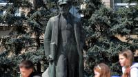 """La statue de Lénine près du siège du gouvernement local à Comrat, principale ville de Gagaouzie, une région autonome de Moldavie où la nostalgie de l""""URSS est forte, le 7 avril 2014 [Daniel Mihailescu / AFP]"""