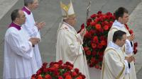 Le pape François à son arrivée le 27 avril 2014 place Saint-Pierre à Rome pour la cérémonie de canonisation  [Andreas Solaro / AFP]
