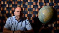 Le professeur belge Peter Piot, co-découvreur du virus Ebola, écarte dans une interview à l'AFP, l'éventualité d'une épidémie majeure hors d'Afrique, le 30 juillet 2014 à Londres [Leon Neal / AFP]