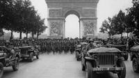 Défilé de troupes américaines sur les Champs Elysées, après la libération de Paris, le 28 aout 2014 [- / AFP]
