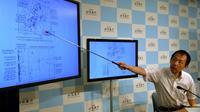 Yasuhiro Yoshida, de l'agence météorologique japonaise lors d'une conférence de presse à Tokyo, après un fort séisme dans le nord-est du pays, le 12 juillet 2014 [Yoshikazu Tsuno  / AFP]