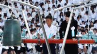 Des personnes se recueillent, le 6 août 2013 à Hiroshima, au Japon, lors du 68e anniversaire du lancement de la 1ère bombe atomique de l'Histoire [- / Jiji Press/AFP]