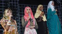 """Des concurrentes au titre de """"Miss musulmane"""" répètent le 18 septembre 2013 à Jakarta [Adek Berry / AFP]"""