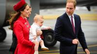 Le Prince William, son épouse Catherine et leur fils George arrivent à l'aéroport de Wellington en Nouvelle-Zélande, le 7 avril 2014 [Mark Tantrum / AFP]