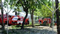 Des pompiers tentent d'éteindre un incendie dans un dépôt de munitions d'armes à Manille, aux Philippines, le 7 mai 2014 [Jay Directo / AFP/Archives]