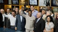 L'ancien footballeur Edson Arantes do Nascimento, connu sous le nom de Pelé, inaugure un musée à sa gloire, accompagné du vice-président du Brésil Michel Temer, à Santos, le 15 juin 2014 [Nelson Almeida / AFP]