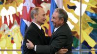 Vladimir Poutine et son homologue cubain Raul Castro au palais de la Révolution, à La Havane, le 11 juillet 2014 [Alejandro Ernesto  / AFP]