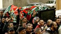 Cercueil porté le 3 janvier 2014, durant les funérailles de deux victimes de l'attentat suicide de la veille dans la banlieue sud de Beyrouth  [Mahmoud Zayyat / AFP/Archives]