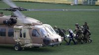 Evacuation d'un soldat israélien blessé lors d'une explosion le 18 mars 2014 sur le Golan [Jalaa Marey / AFP]