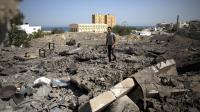 Un Palestinien sur le site d'un précédent bombardement de l'armée israélienne à Gaza, le 16 juin 2014 [Mohammed Abed / AFP/Archives]