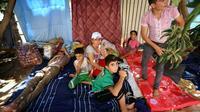 Des chrétiens d'Irak qui ont fui la ville de Qaraqosh ont trouvé refuge à Erbil, capitale de la région autonome du Kurdistan, le 12 août 2014 [Safin Hamed / AFP]