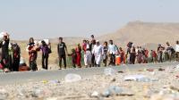 Sur les routes de l'exil, des familles irakiennes de la communauté yazidie déplacées par l'arrivée des jihadistes, ici sur la frontière irako-syrienne le 13 aout 2014 à Fishkhabur [Ahmad Al-Rubaye / AFP]