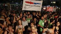Des milliers d'Israéliens à Tel-Aviv appellent leur gouvernement à reprendre les négociations de paix avec l'Autorité palestinienne de Mahmoud Abbas le 16 août 2014 [Gali Tibbon / AFP]
