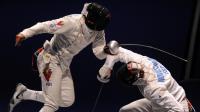 L'épéiste estonien Nikolai Novosjolov (d) se bat contre le Vénézuélien Ruben Limardo Gascon lors des Championnats du monde d'escrime de Budapest, le 8 août 2013 [ / AFP Photo/Archives]