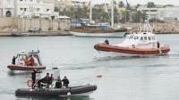 Des équipes de secours et de recherche dans le port de Lampedusa, le 7 octobre 2013 [Roberto Salomone / AFP]
