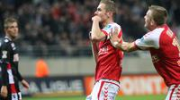 Le Rémois Antoine Devaux célèbre son but contre Monaco lors du 16e de finale de la Coupe de la Ligue, le 30 octobre 2013 à Reims [ / AFP]