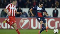 L'attaquant du PSG Edinson Cavani (d) inscrit le 2e but face à l'Olympiakos, le 27 novembre 2013 au Parc des Princes [Franck Fife / AFP]