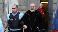 Maurice Agnelet quitte le tribunal à l'issue de son procès le 11 avril 2014 à Rennes [Jean-Sébastien Evrard / AFP]