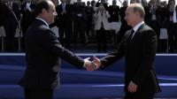 Le président français Francois Hollande (L) accueille le président russe Vladimir Poutine aux cérémonie de commémoration du Jour J à Ouistreham, en Normandie le 6 juin 2014, marquant le 70e anniversaire du débarquement allié [Alain Jocard / Pool/AFP]