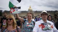 Quelques centaines de manifestants sont venus soutenir le peuple palestinien le 20 août 2014 sur l'esplanade des Invalides à Paris [Kenzo Tribouillard / AFP]