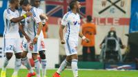 Le buteur marseillais Dimitri Payet, auteur d'un doublé contre Nice en Ligue 1, est félicité par ses coéquipiers, le 29 août 2014 au Vélodrome  [ / AFP]