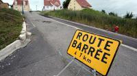 La route d'accès au  village de Lochwiller barrée le 4 juillet 2013   [Frederick  Florin / AFP]