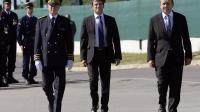 De gauche à droite, le préfet des Yvelines Erard Corbin de Mangoux, le ministre de l'Intérieur Manuel Valls et le ministre de la Défense Jean-Yves Le Drian le 31 juillet 2013 à Versailles [Bertrand Guay / AFP]