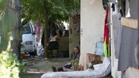 Une femme dans un campement illégal de Roms Porte d'Aubervilliers à Paris, le 1er août 2013 [Miguel Medina / AFP/Archives]