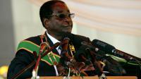 Le président zimbabwéen Robert Mugabe, le 12 août 2013 à Harare [Jekesai Nijikizan / AFP]