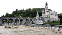 Le Gave de Pau déborde au pied de Notre-Dame-du-Rosaire, à Lourdes, le 18 juin 2013 [Laurent Dard / AFP/Archives]